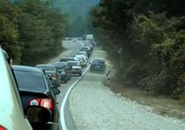 Жители и гости края возмущены многочасовыми заторами  на трассах к побережью