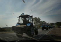 Кубанские фермеры отправились на тракторах в Москву