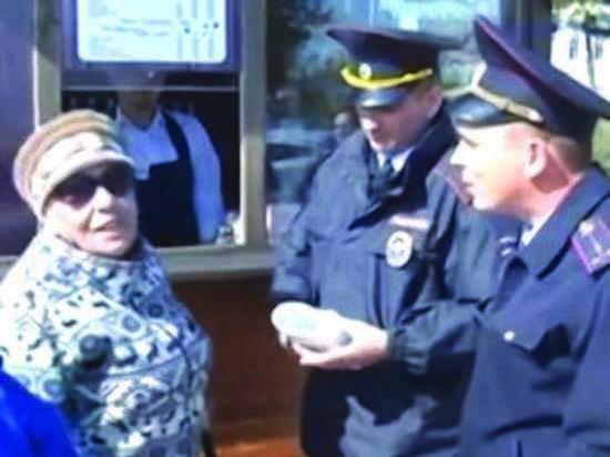 Как полицейские из Крымска пенсионерку задерживали