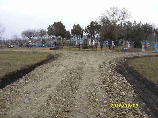 В  кубанском хуторе  сделали дорогу к кладбищу